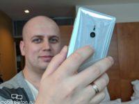 Sony Xperia XZ2: распаковка и тесты на прочность на видео