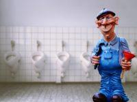 Как спрятать трубы в туалете: простые и действенные советы